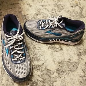 Brooks Dyad supportive tennis shoes